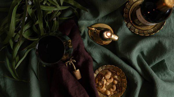 ala goud schaaltje palmboom stopper kandelaar struisvogel himla tafellaken groen servet aubergine-2