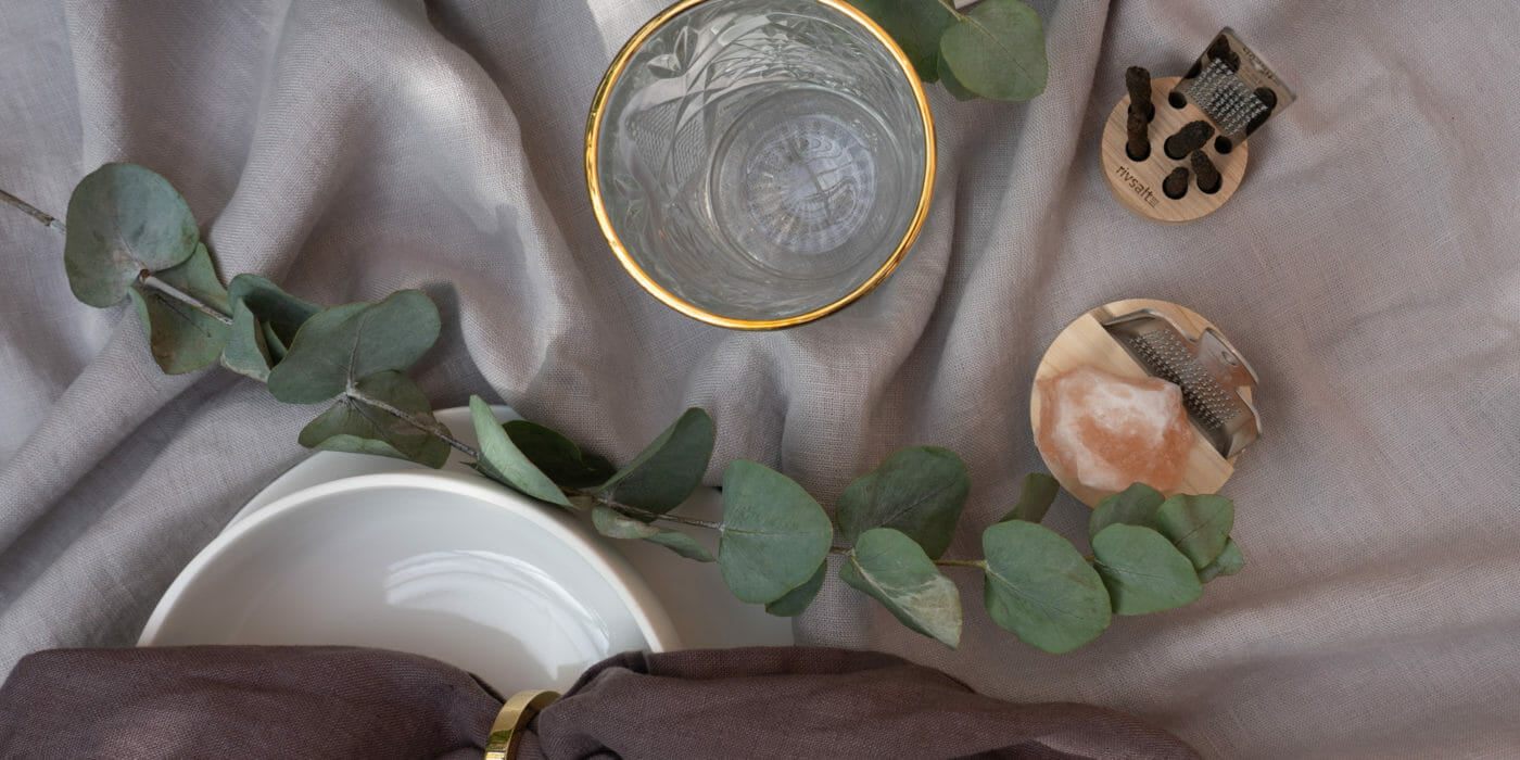leeff wit porselein servies himla mauve aubergine servet